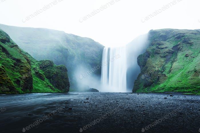 Famosa cascada Skogafoss