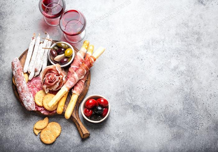 Selección de carne y aperitivos