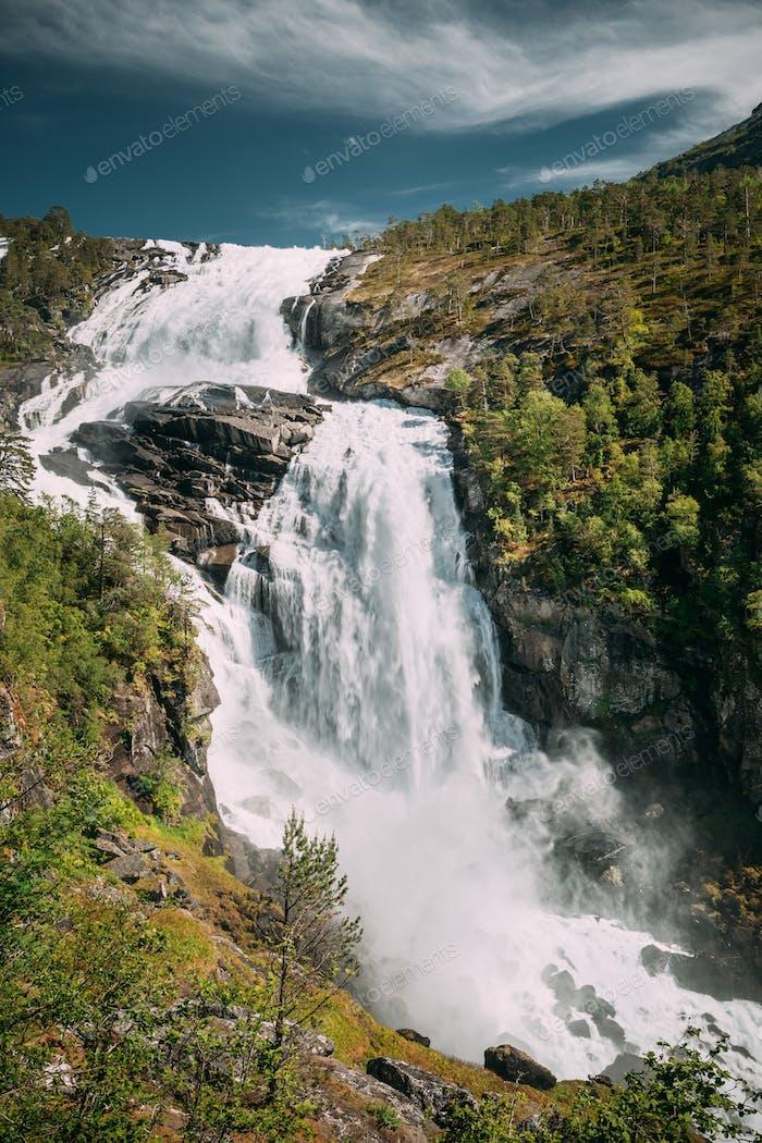 Kinsarvik, Hordaland, Norwegen. Wasserfall Nyastolfossen In Hardang
