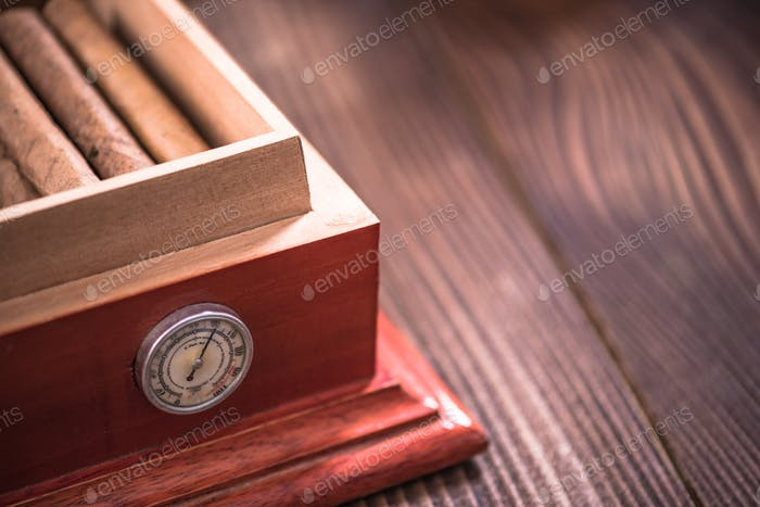 Storage of cigars in humidor