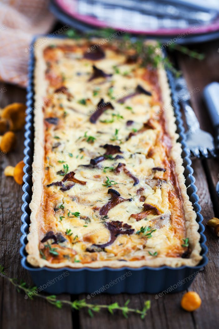 Mushroom, cheese and thyme homemade tart