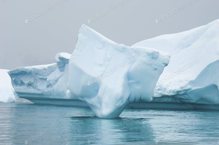 Eisberg entlang der Antarktischen Halbinsel.