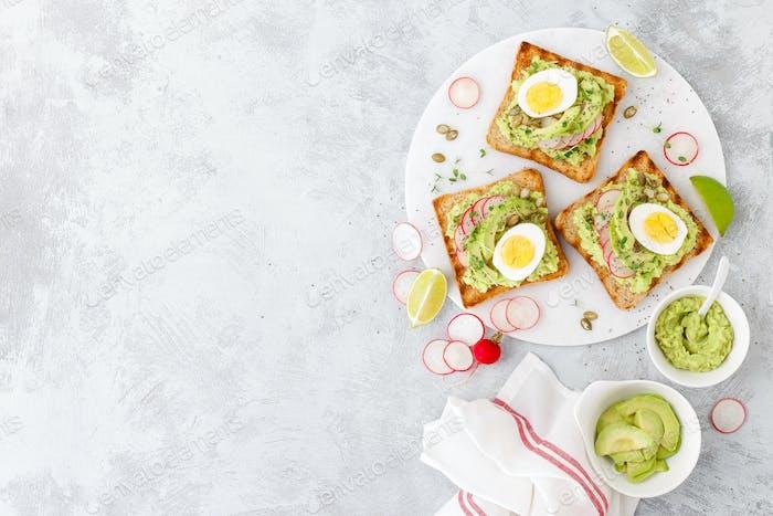 Toasts with avocado guacamole