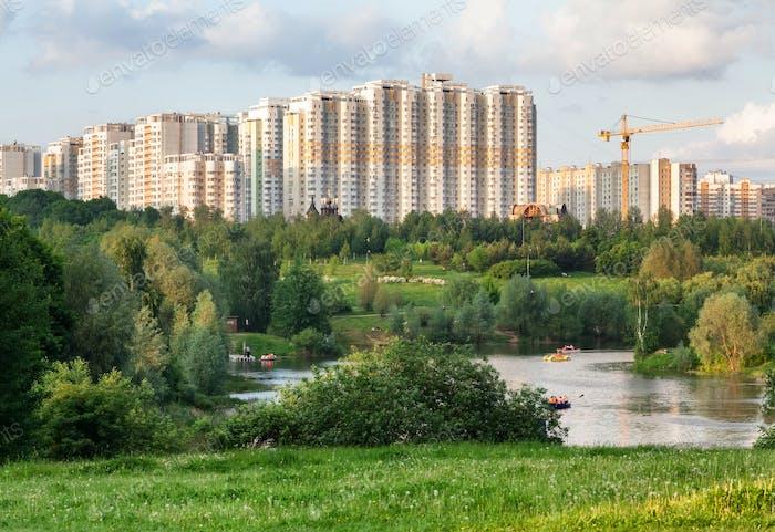Stadtpark mit einem Teich