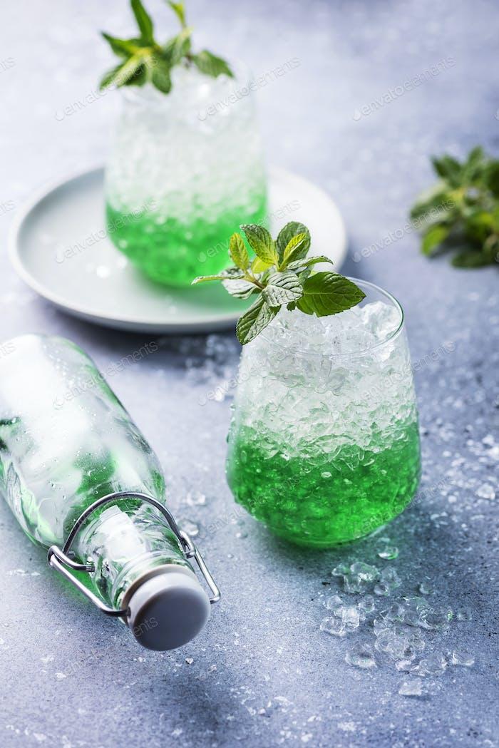 Sommer-Cocktail mit Minze