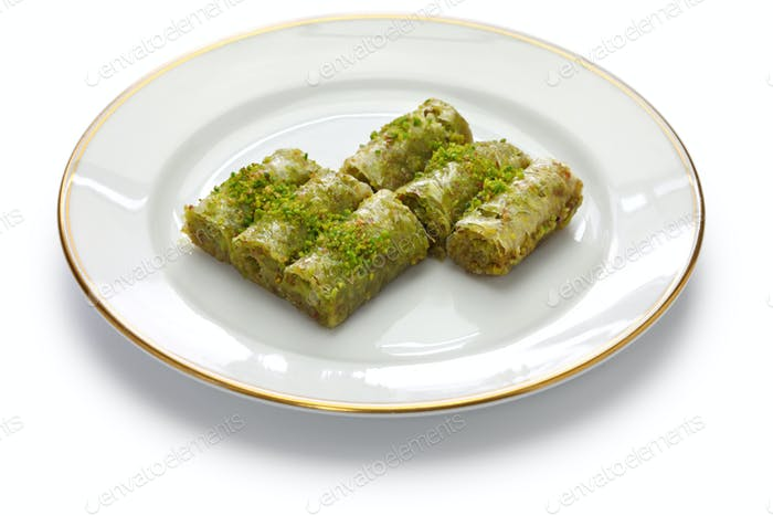 pistachio rolls baklava, fistikli sarma