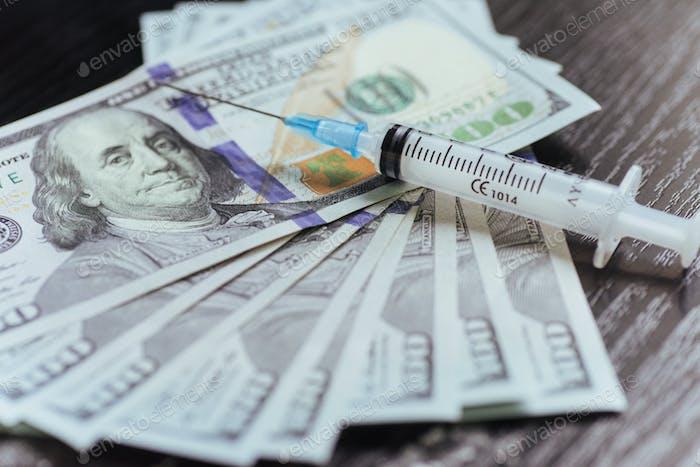 Drogen, Dollar, Geld, Sucht und Drogenmissbrauch Konzept - clo
