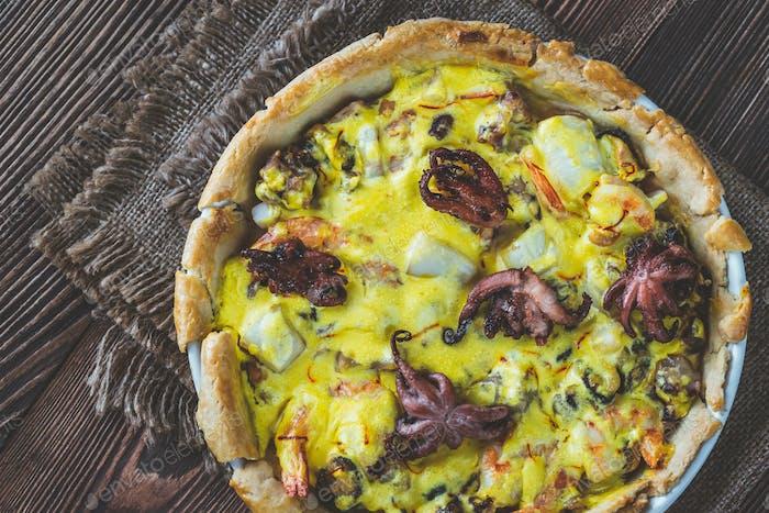 Meeresfrüchte-Kuchen mit Safran-Sahne-Sauce