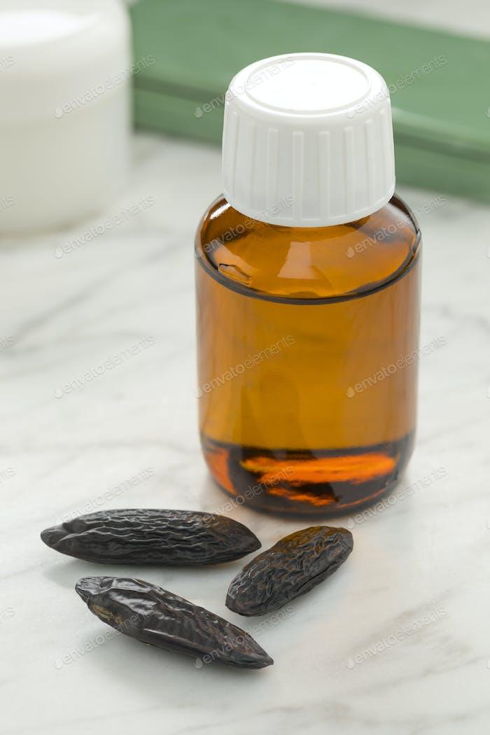 Ätherisches Öl aus Tonkabohnen