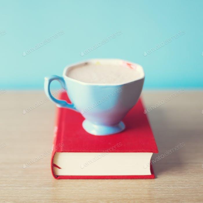 Kaffee und Buch