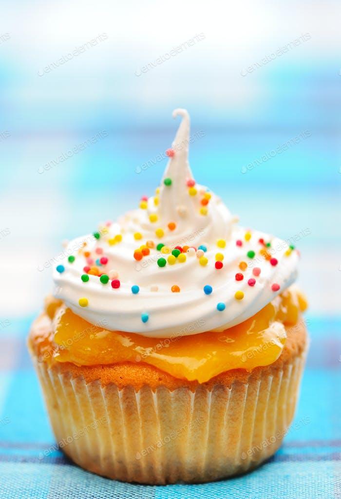 Cupcake mit Schlagsahne