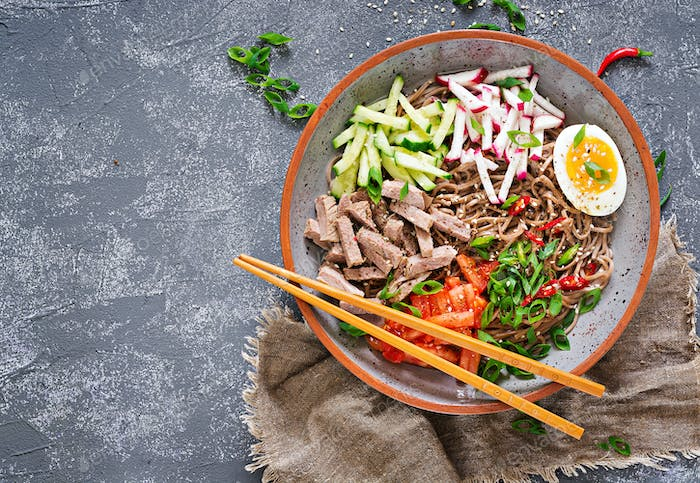 Buckwheat noodles  with beef, eggs and vegetables