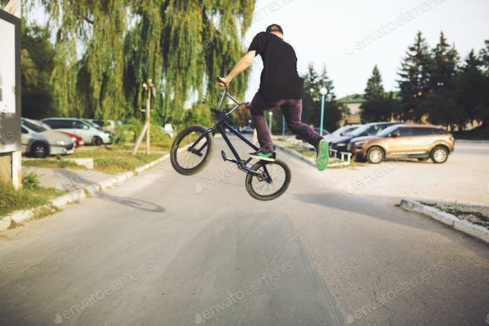 Junge BMX Fahrradfahrer