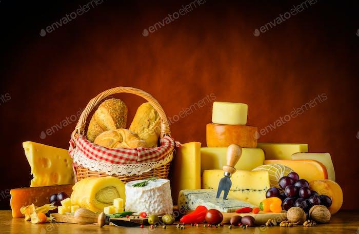 Käse mit Brot und Essen