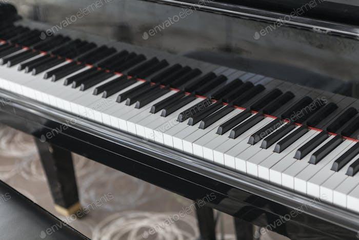 Das Schwarze Klavier