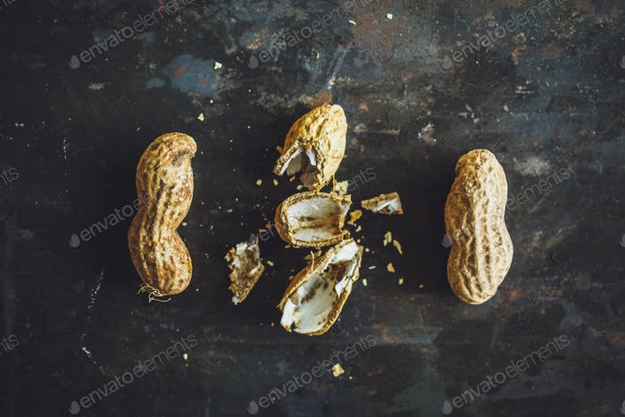 Fresh peanuts in shell