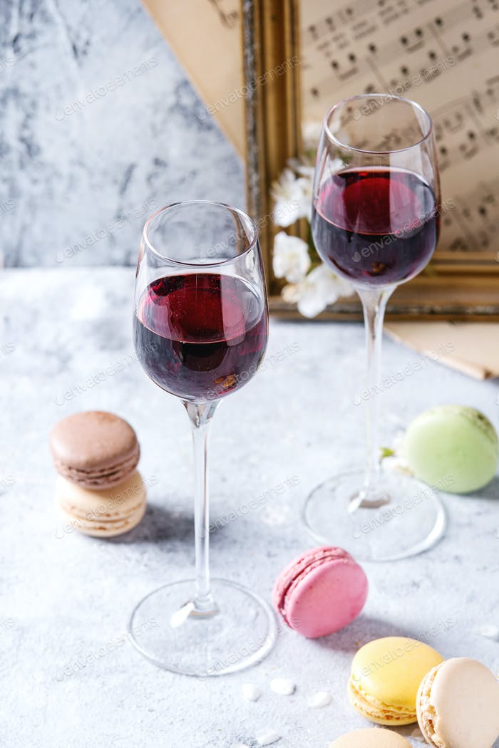 Port wine with french dessert macaroons