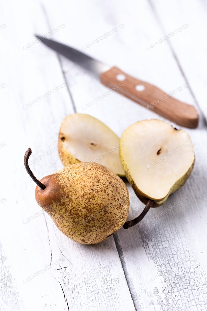 Sliced pears and knife