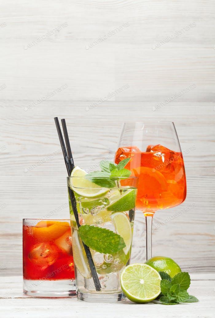 Drei Cocktailgläser