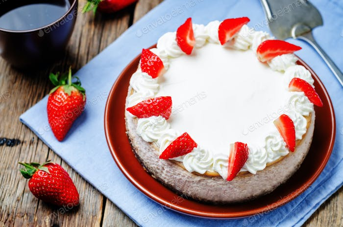 Strawberry cheesecake with fresh strawberries and whipped cream