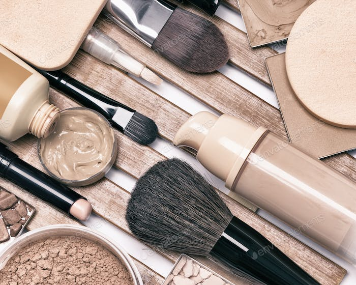 Makeup foundation products and accessories