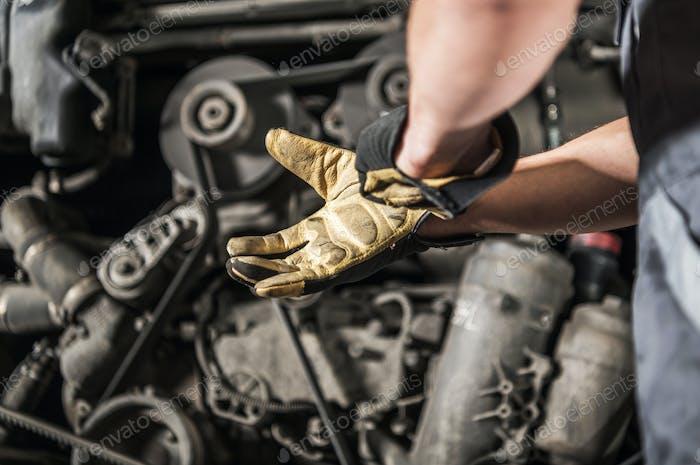 Heavy Duty Diesel Engines Mechanic Preparing For Work