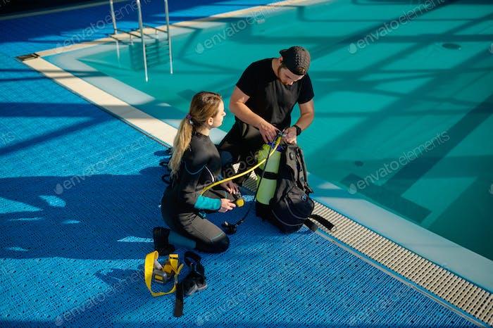 Male instructor explains how scuba gear works