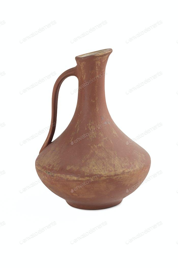 Antike Weinkrug isoliert auf weißem Hintergrund.