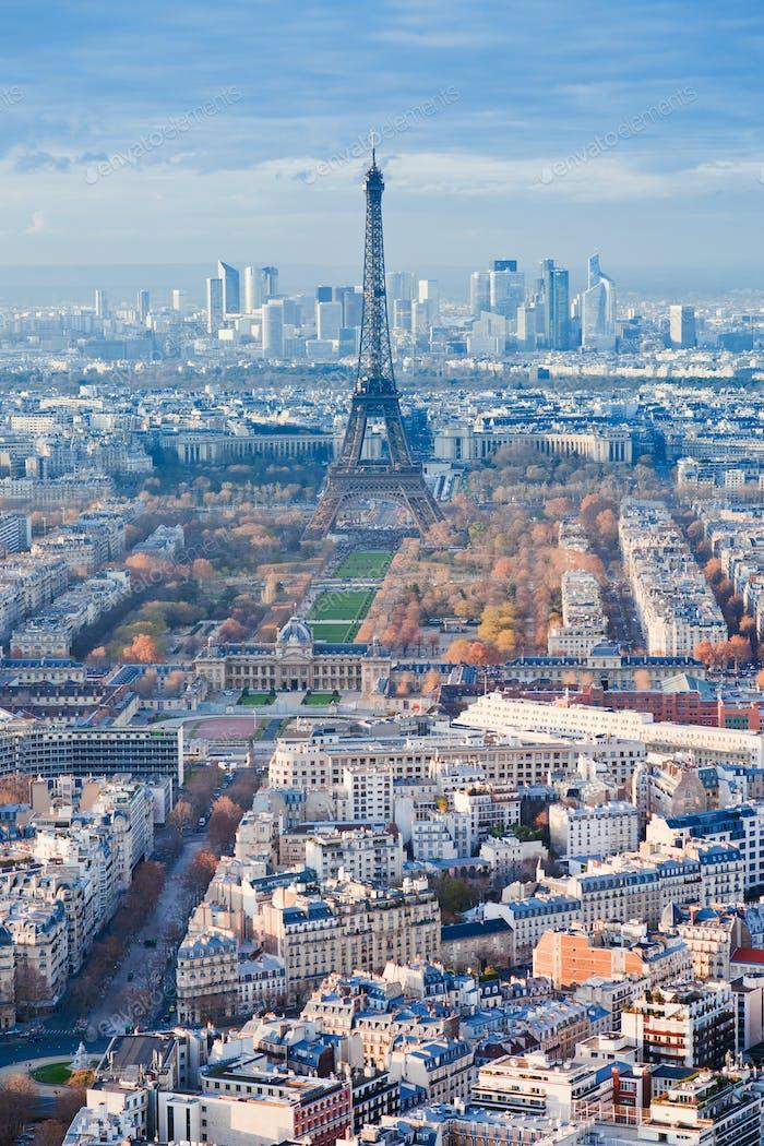 Panorama von Paris im Winternachmittag