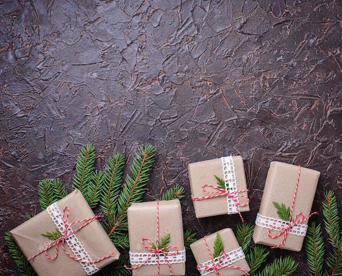 Weihnachtsgeschenk-Boxen in Bastelpapier