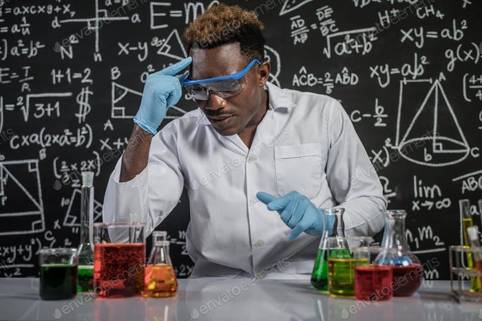 Scientists use the idea of ​​chemical formulas in laboratories.