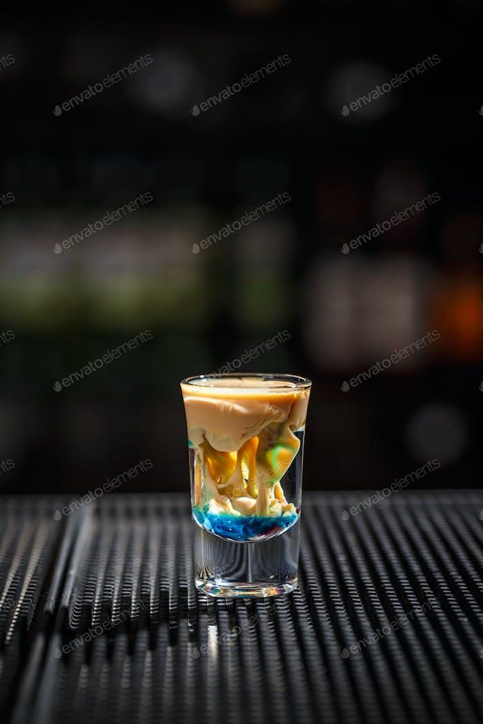 Brain Cocktail in einem Schnapsglas