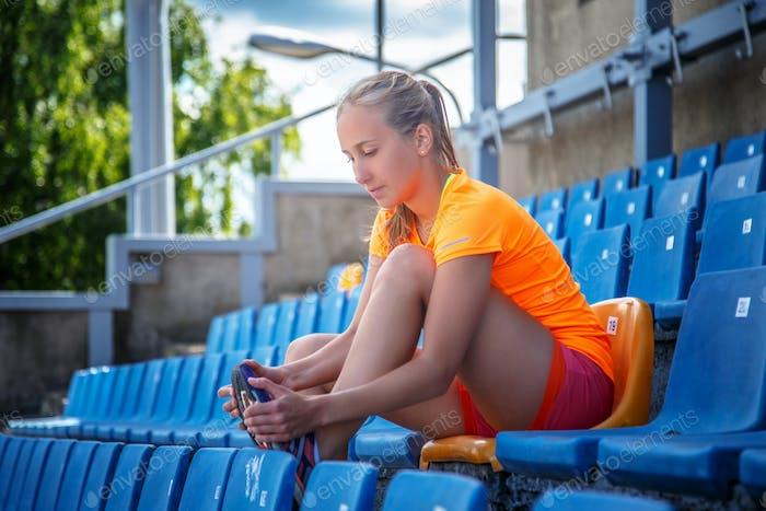 Schlankes Mädchen in Sportbekleidung