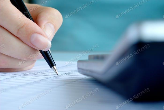 die Hand der Frau und einen Stift