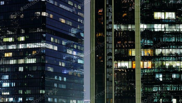 oficina trabajando por la noche