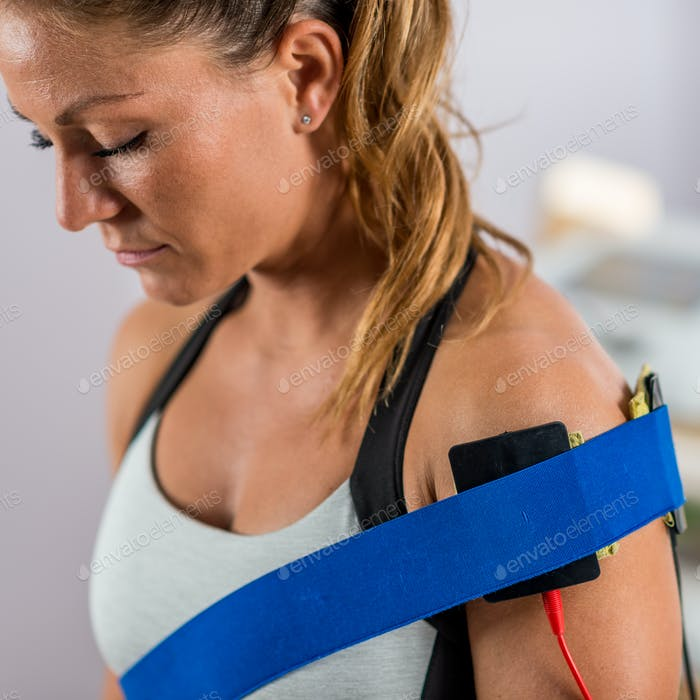 Electrical stimulation in physical therapy. Electrodes positione