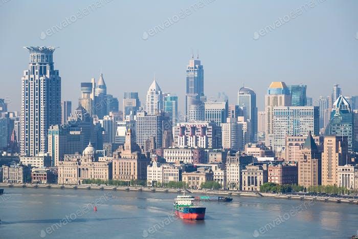 Shanghai el bund paisaje urbano primer plano y el río huangpu en la mañana