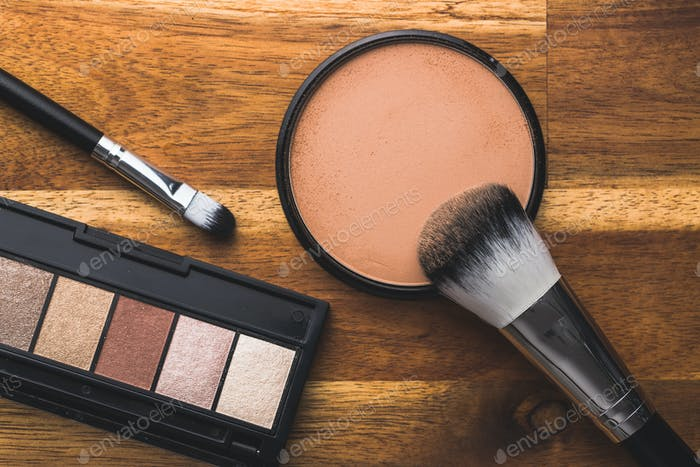 The makeup powder and brush. Make-up accessories.