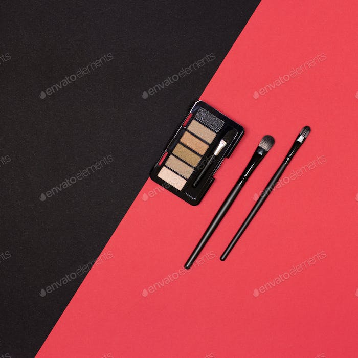 Eyeshadow palette with make-up brushes flat lay