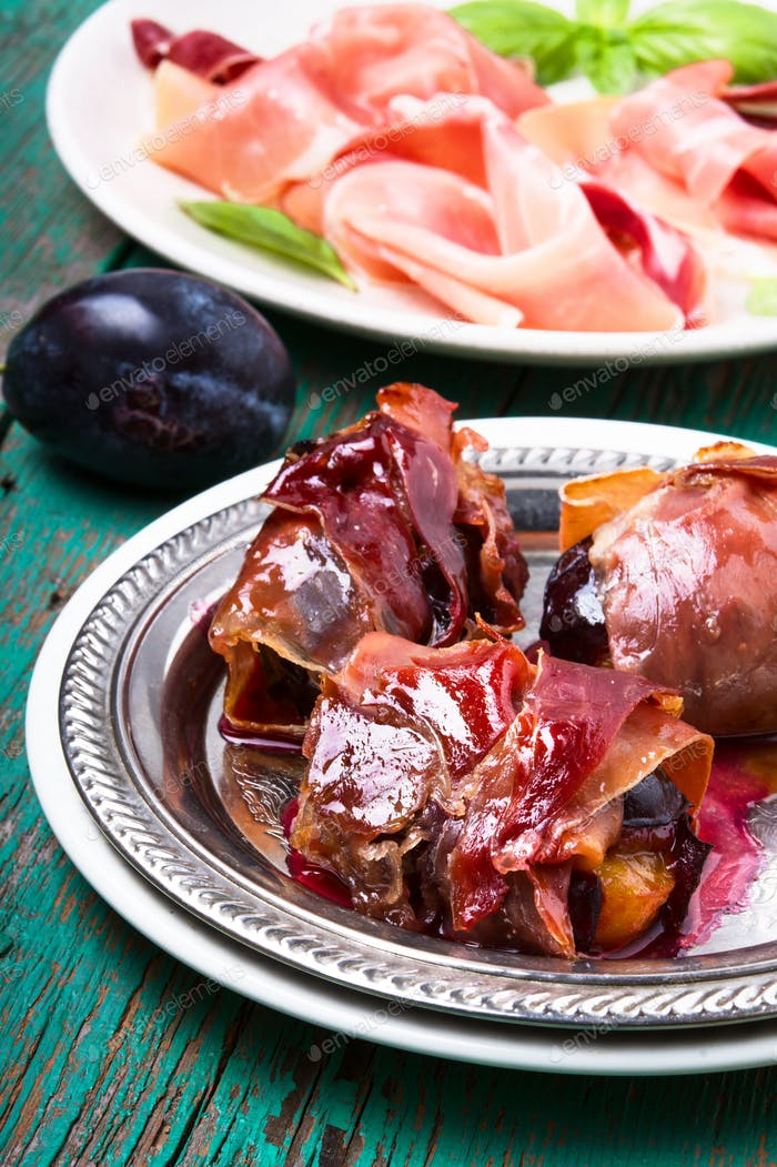 plum baked in jamon