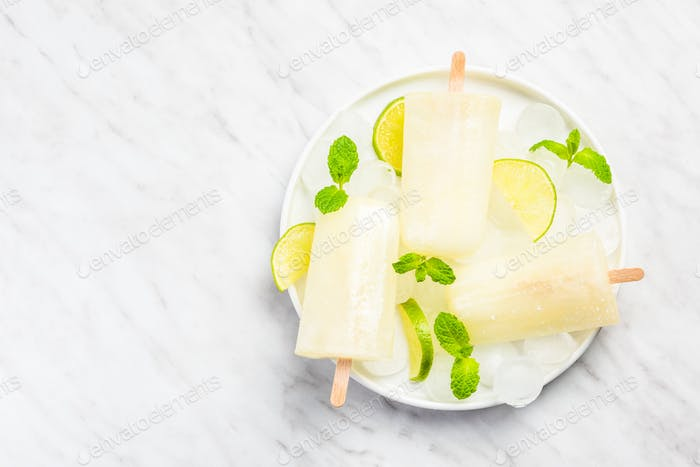 Refreshing popsicles made from limonade and juice