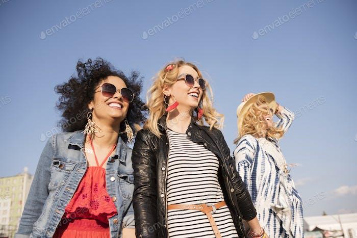 Girls arriving at the festival