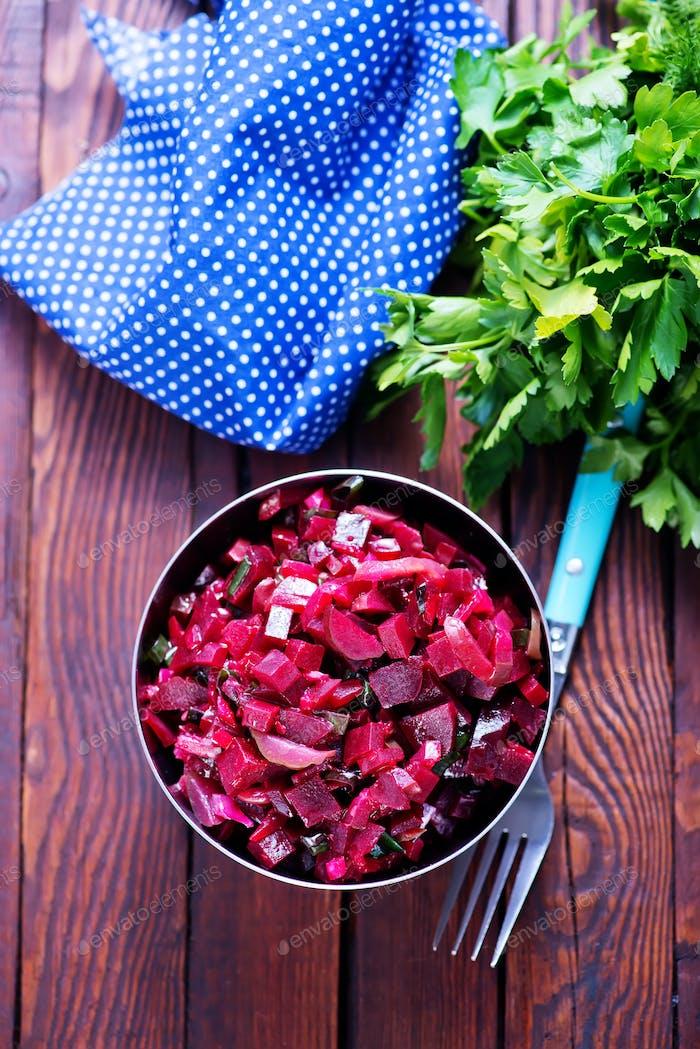 Salat mit gekochten Rüben