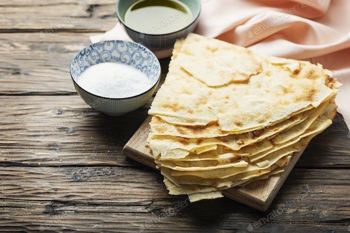 Traditionelles sardisches Brot Guttiau