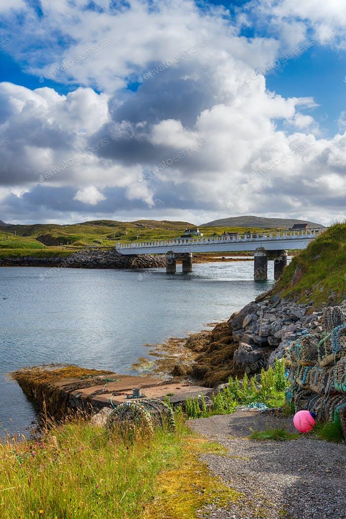 Die Brücke über den Atlantik verbindet die Insel Great Bernera