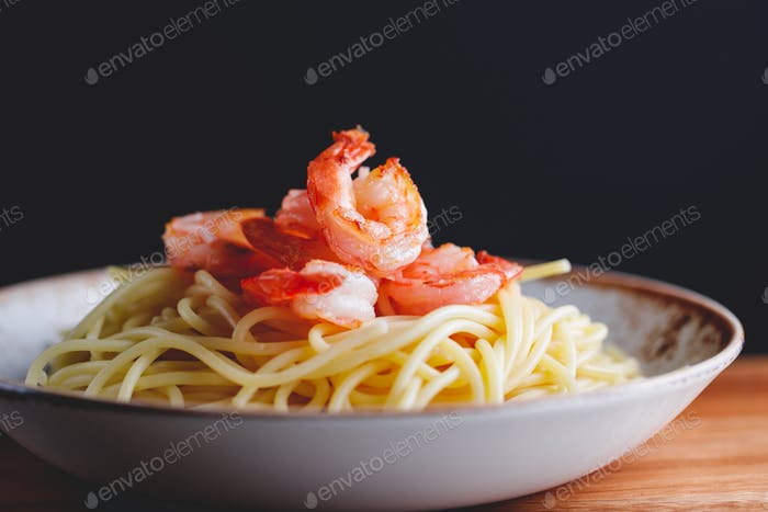 Fried shrimps on the pasta