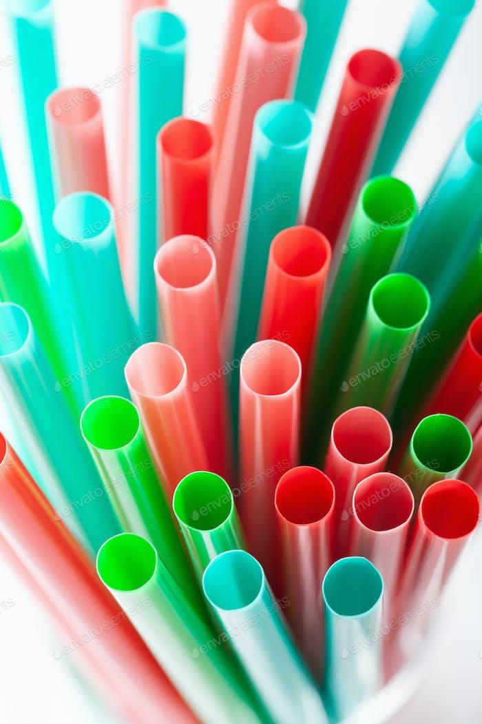 Einmalige Trinkhalme aus Kunststoff