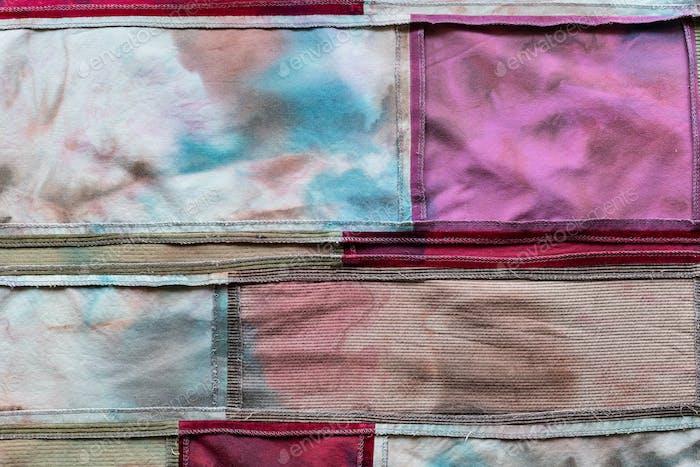handgenähtes Patchworktuch aus Samt und Batik