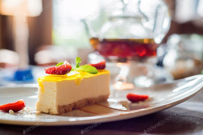 Cheesecake with strawberry and mint