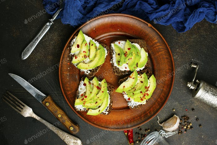 bread with avocado